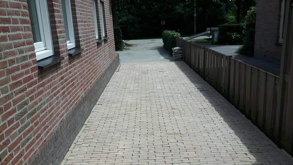 Tegels Den Haag : Den haag : gele klinkers plaatsen incl gras zwarte tegels plaatsen
